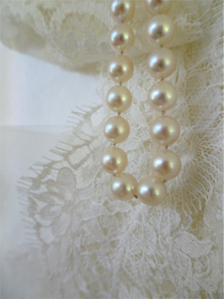 Perles et dentelle